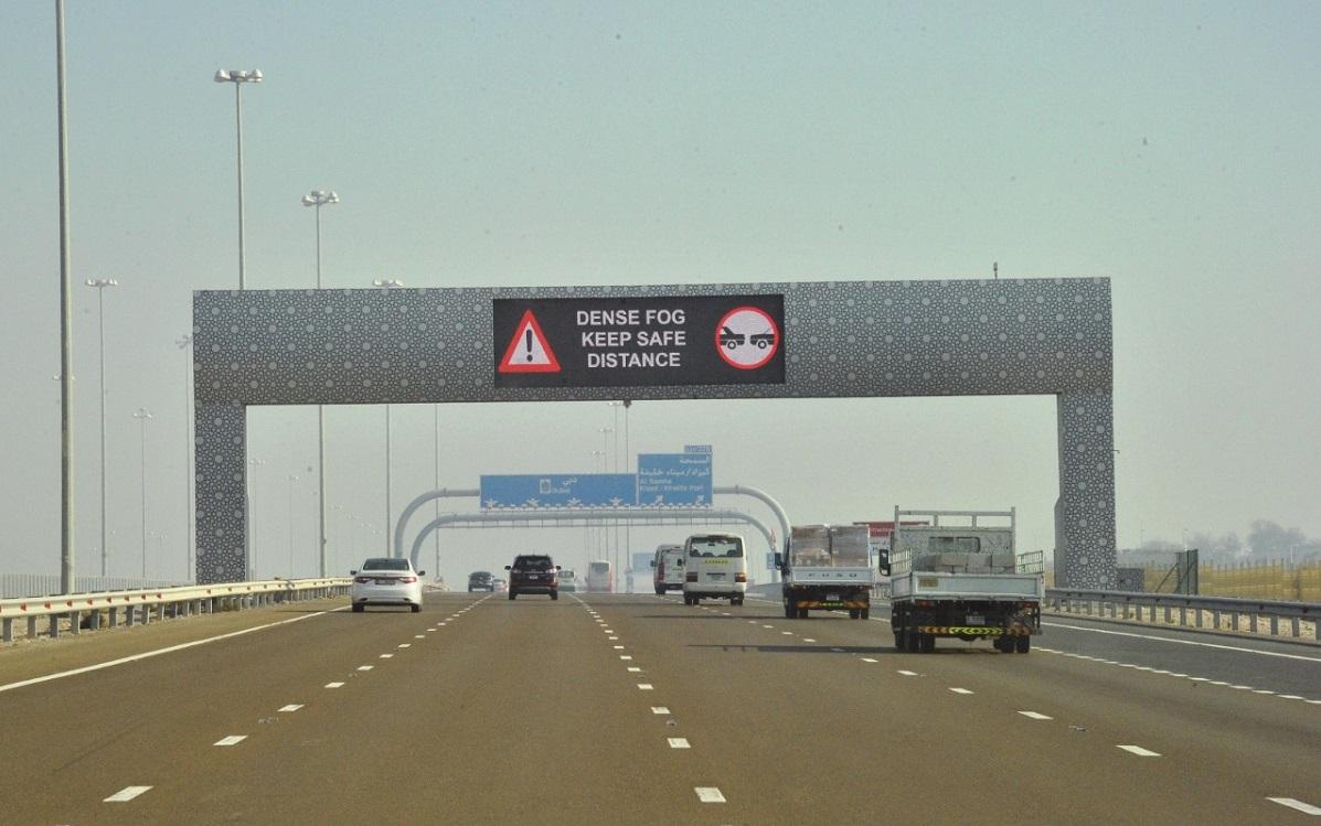 تحديد سرعة المركبات على طرق أبوظبي في الأحوال الجوية المتقلبة