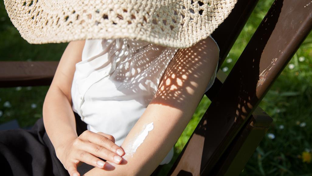 كيف تستمتع بأشعة الشمس دون أضرار؟