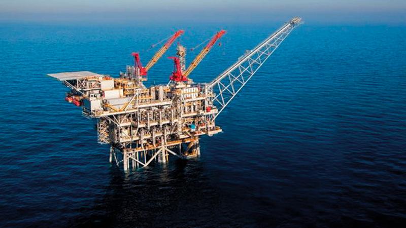 النفط يتراجع بدعم من الإمدادات الأميركية والنزاعات التجارية