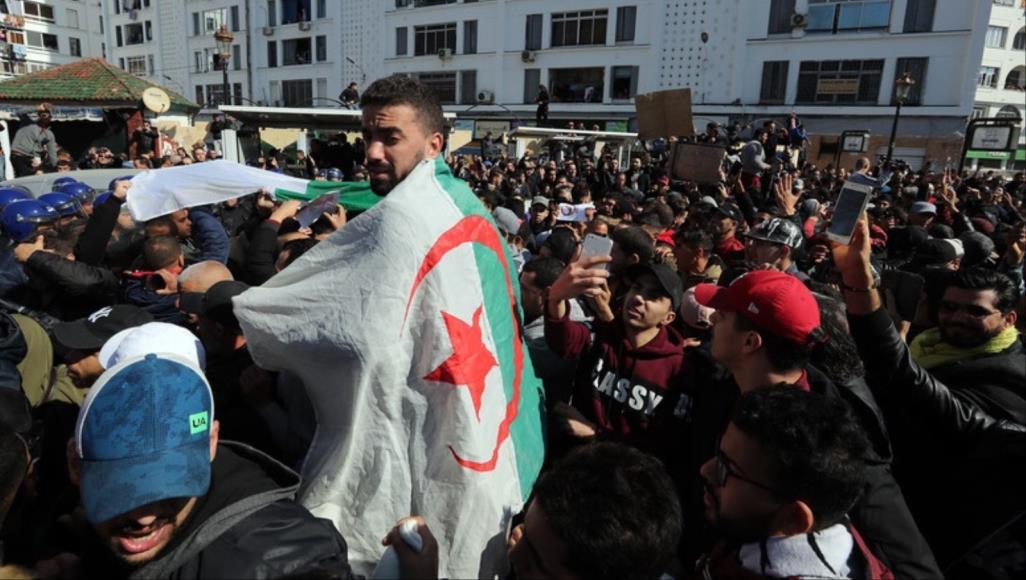 الجزائر.. استمرار المظاهرات المطالبة برحيل نظام بوتفليقة