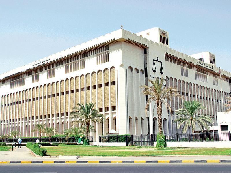 النائب العام في الكويت يحيل شيخاً من العائلة الحاكمة للبلاد إلى الجنايات