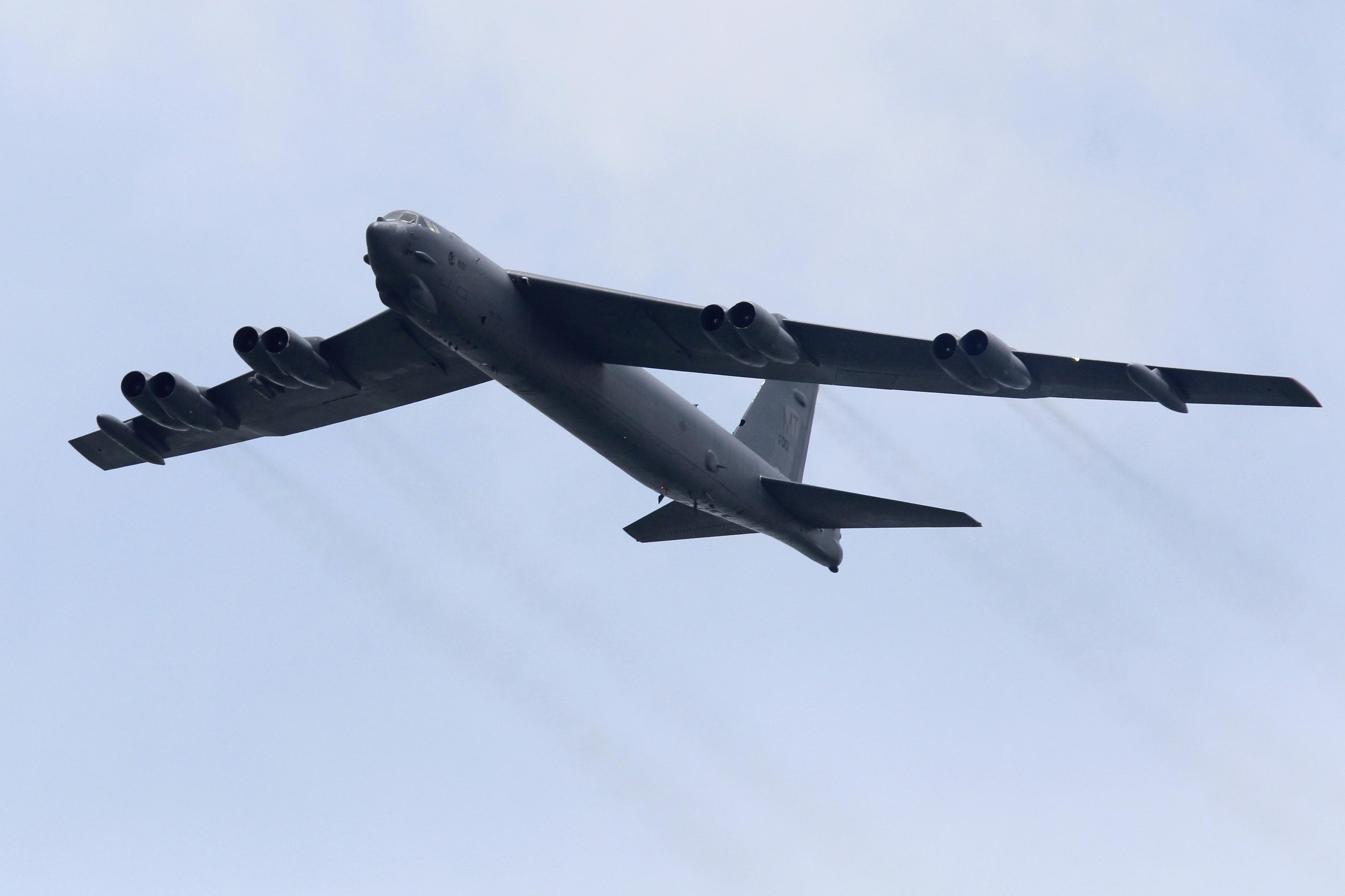 قاذفات بي-52 الأمريكية تصل الخليج في رسالة واضحة لإيران