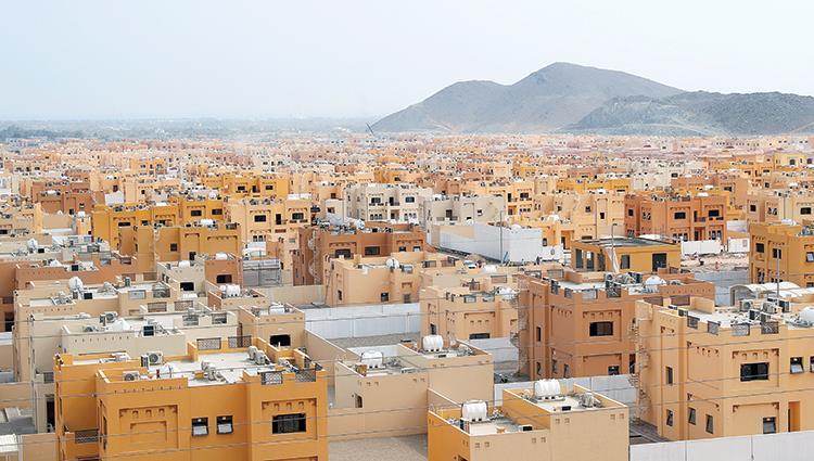 بلدي خورفكان يعتمد توزيع 290 أرضاً سكنية للمواطنين