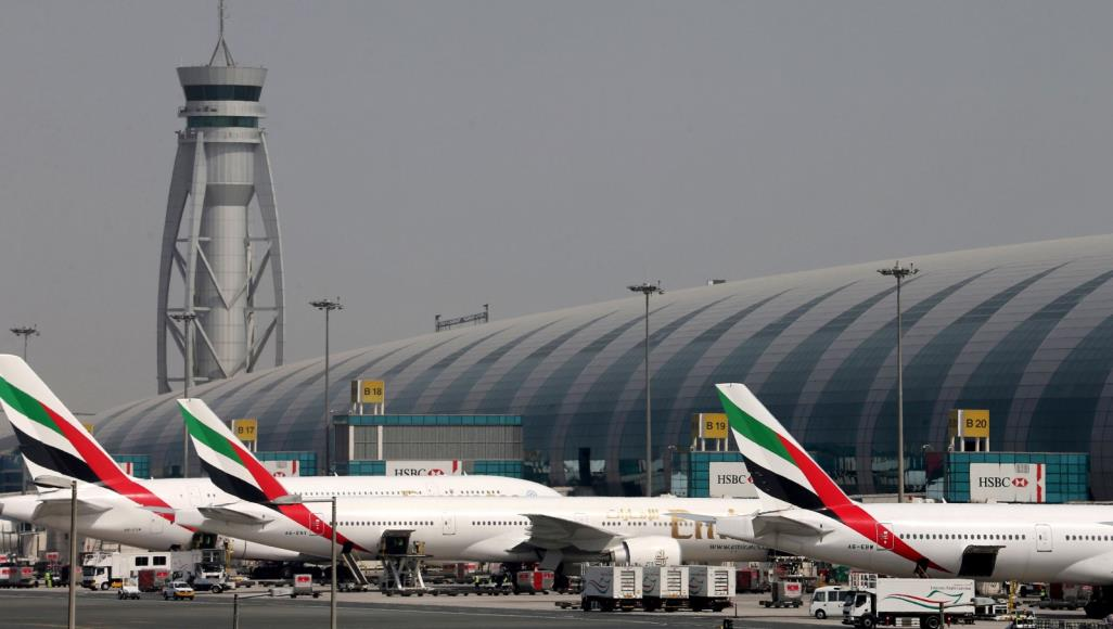 طائرات مسيرة توقف مؤقتا جميع الرحلات في مطار دبي
