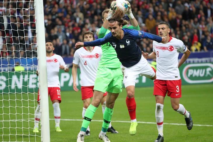 أوكرانيا تتأهل لبطولة أوروبا 2020.. وتركيا تتعادل مع بطلة العالم