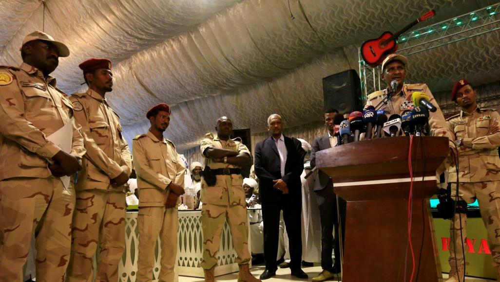 بعد زيارة حميدتي للرياض.. العسكري السوداني يعلن بقاء قواته باليمن