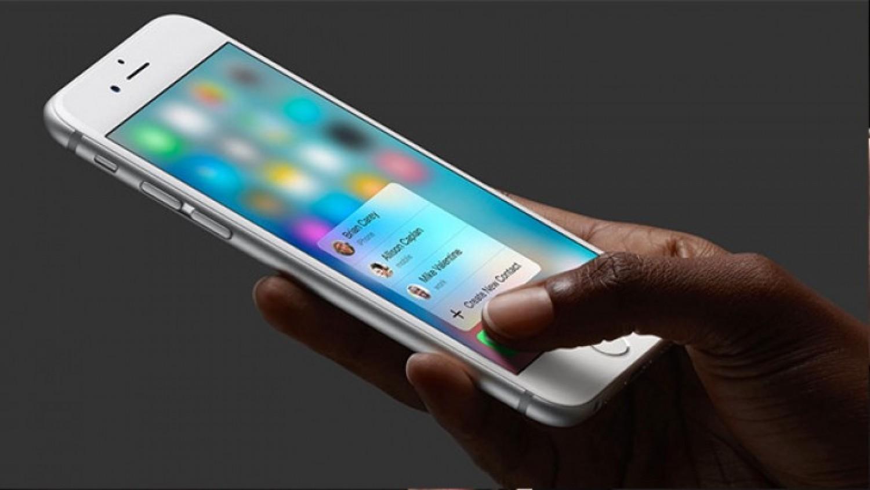 خبراء تقنية: هاتف أيفون الجديد سيأتي بكاميرا خلفية ثلاثية الأبعاد