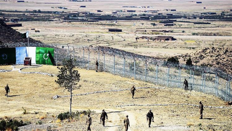 مقتل 10 جنود باكستانيين في هجومين منفصلين