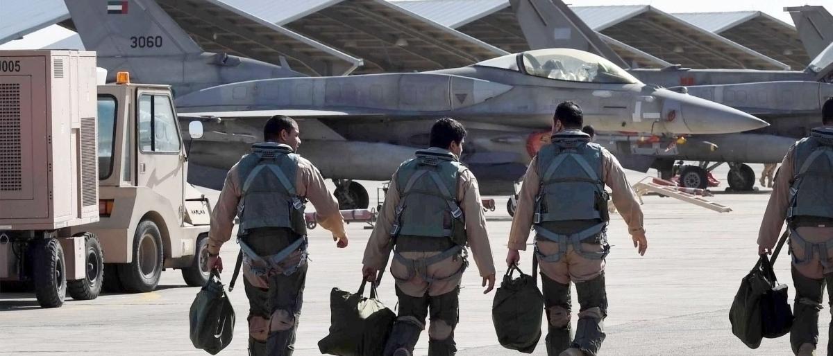 مصدر ليبي: طائرتان تحملان ضباطاً إماراتيين تهبطان في بنغازي
