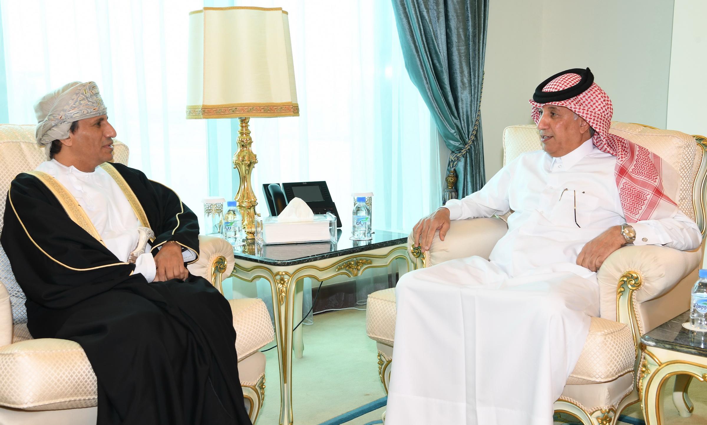 قطر وسلطنة عمان تبحثان تعزيز العلاقات
