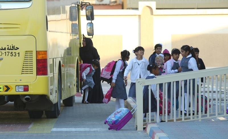 طلاب المدارس الحكومية والخاصة يستأنفون دوامهم اليوم