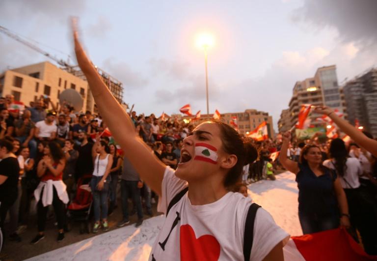 الحكومة اللبنانية تقرّ رزمة إصلاحات والمتظاهرون يرفضونها
