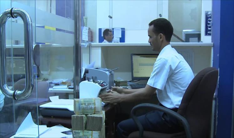 ملايين الموظفين باليمن يدخلون دائرة الفقر