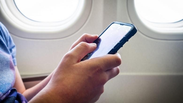 صحيفة إماراتية: سكان الإمارات يشتكون من تجسس هواتفهم عليهم