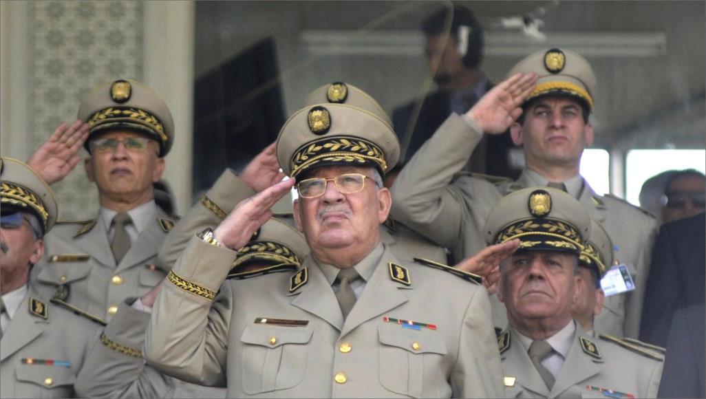 رئيس أركان الجيش الجزائري يتعهد بمحاكمة العصابة الفاسدة