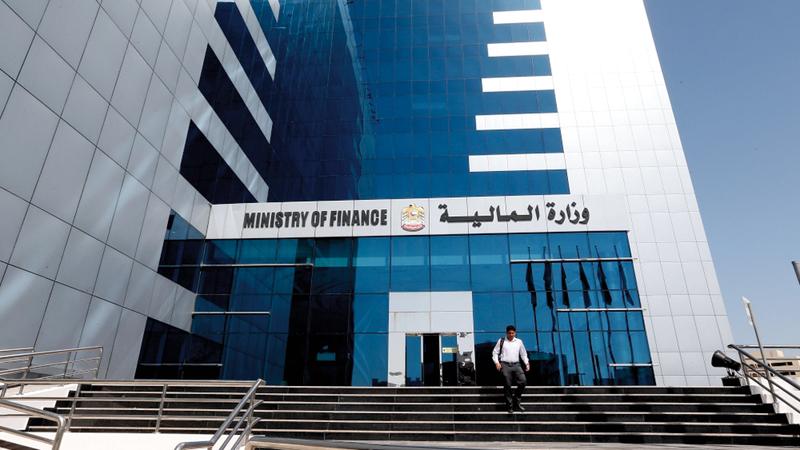المالية: تخفيض وإلغاء رسوم الخدمات لأكثر من 1500 خدمة حكومية اتحادية