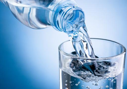 ماذا يحدث للجسم عند شرب لترين من المياه يوميا؟
