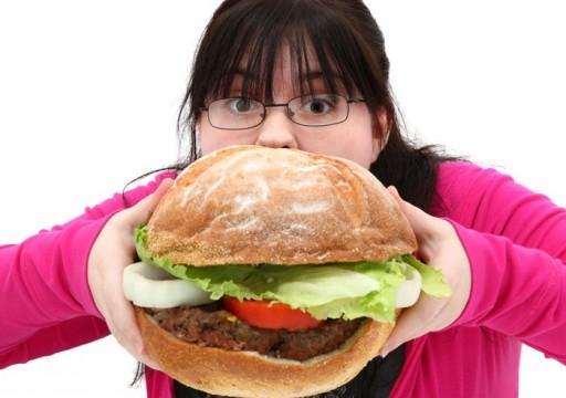 دراسة حديثة تحدد أسباب الشراهة في تناول الطعام