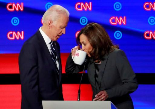 """جو بايدن وكامالا هاريس ينتقدان سياسات ترامب ويعدان بـ""""إعادة بناء"""" البلاد"""