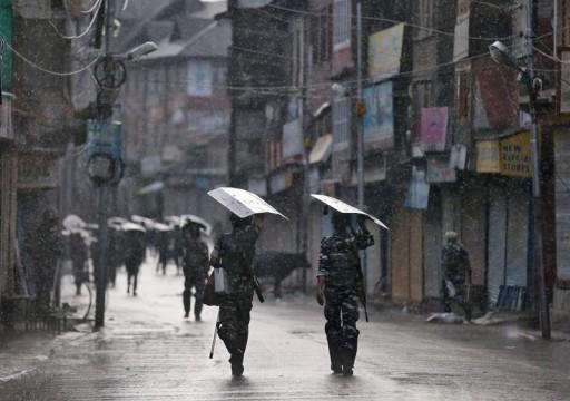 باكستان تعلق خدمة القطارات للهند وتحظر أفلامها بسبب كشمير