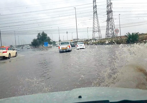 أمطار متوسطة وانخفاض الحرارة على إمارات الدولة