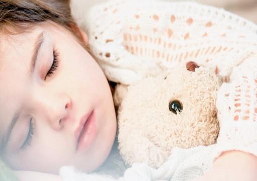 8 أغذية تساعد الطفل على النوم بهدوء