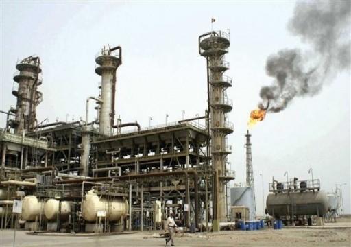 تراجع أسعار عقود النفط مدفوعة بزيادة المخزونات الأمريكية