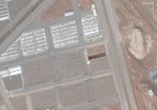 صور أقمار صناعية تكشف مقبرة جماعية لضحايا كورونا بإيران
