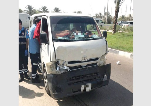 أبوظبي..  إصابة 5 طالبات بتصادم حافلة و7 سيارات بعد جسر المقطع