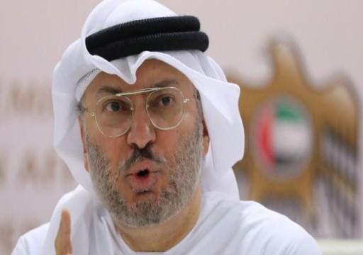 قرقاش يعتبر مفاوضات الدوحة والرياض محاولة لشق الصف