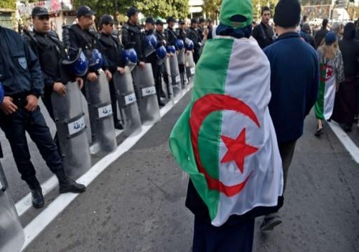 فايننشال تايمز: النخبة الحاكمة في الجزائر استغلت كورونا لمنع الحراك من العودة