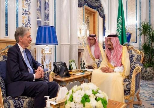 العاهل السعودي يبحث مع وزير بريطاني التهديدات الإيرانية لحرية الملاحة