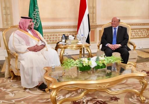 خالد بن سلمان يلتقي الرئيس اليمني على وقع التوتر في عدن