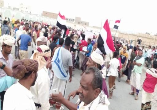 """اليمن.. أول تظاهرة ضد """"الانتقالي"""" منذ سيطرته على سقطرى"""