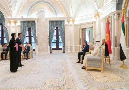 محمد بن زايد ورئيس قرغيزستان يشهدان تبادل اتفاقيات ومذكرات تفاهم
