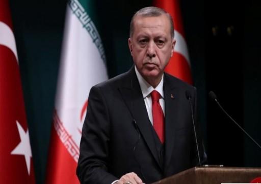 أردوغان يهدد أوروبا باللاجئين ويهاجم أعضاء بالكونغرس الأمريكي