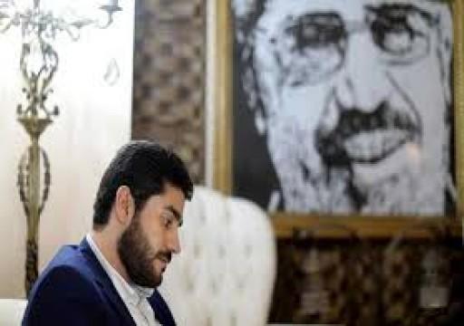 دفن نجل الرئيس المصري مرسي ليلاً وبحضور أسري وأمني