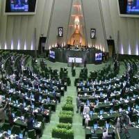 60 نائباً إيرانياً يدعون روحاني للرد على ما يصفونه العداء الإماراتي
