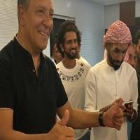 لاعبو الجزيرة يودعون المدير الفني لفريقهم تين كات بعد نهاية عقده