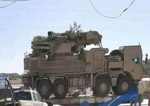 صحيفة: أبوظبي ترسل منظومة دفاع جوي روسية إلى حفتر