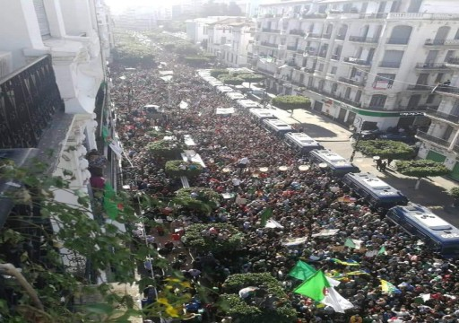 الجزائر.. أكثر من مئة ألف يشاركون في احتجاجات مناهضة للنخبة الحاكمة