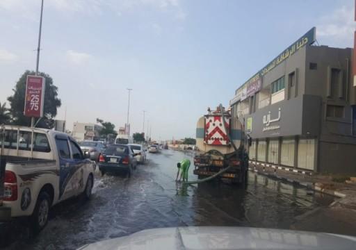 البنية التحتية تتحدث عن أضرار بسيطة لحقت بالطرق جراء الأمطار
