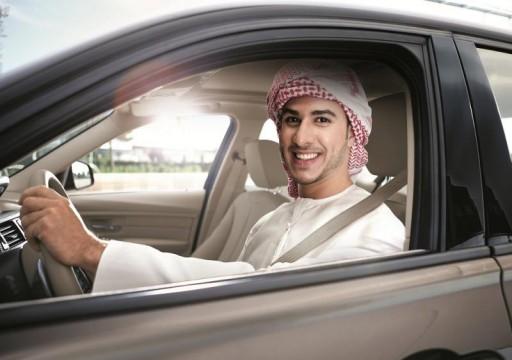 طالب في جامعة أبوظبي يبتكر جهازا يمنع سرعة المركبة إذا لم يربط السائق حزام الأمان