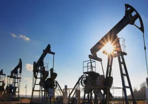 النفط يهوي 4% بفعل مخاوف الطلب مع انتشار كورونا