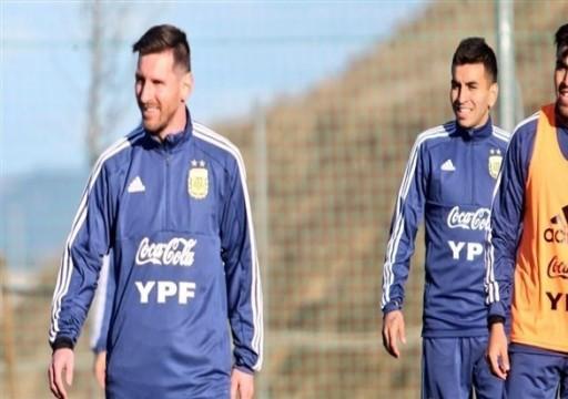 حارس الأرجنتين يعرب عن سعادته بعودة ميسي للمنتخب