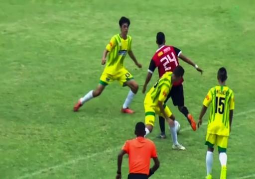 لاعب يراوغ 7 لاعبين ويسجل هدفا على طريقة ميسي ومارادونا