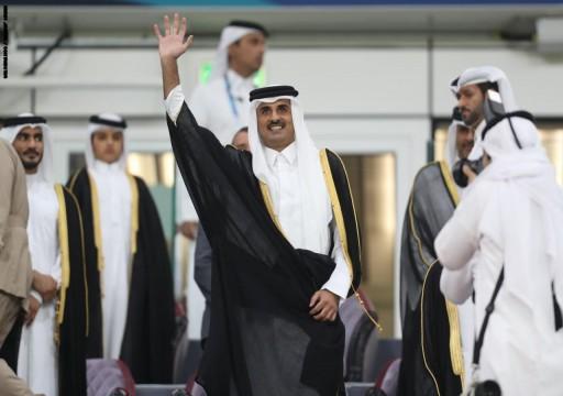 شاهد ردة فعل أمير قطر ووالده أثناء عزف النشيدين السعودي والبحريني