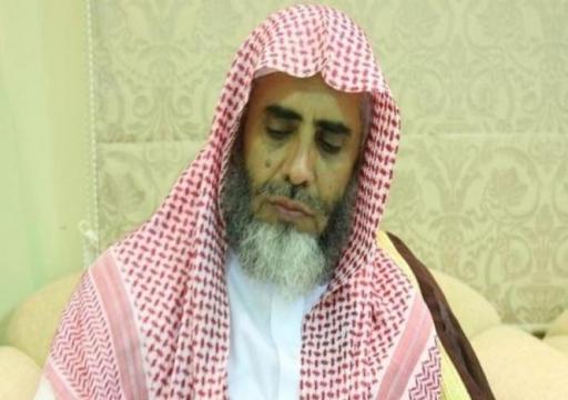 حساب حقوقي: الداعية السعودي عوض القرني يُحاكم على كرسي متحرك