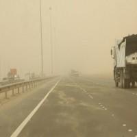 الأرصاد يحذر من تدني الرؤية الأفقية على بعض مناطق الدولة بسبب الرياح
