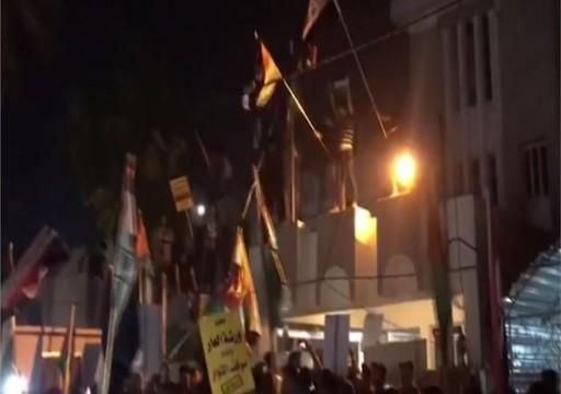 البحرين تستدعي سفيرها لدى العراق للتشاور إثر اقتحام سفارتها في بغداد